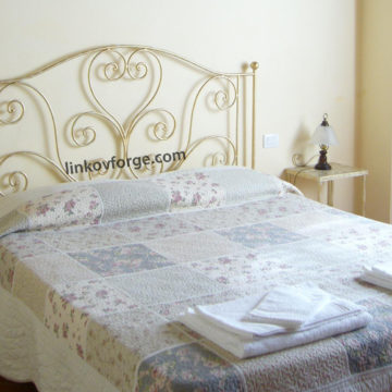 Wrought iron bed<br> 24