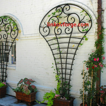 Wrought iron flower-stand <br> 23