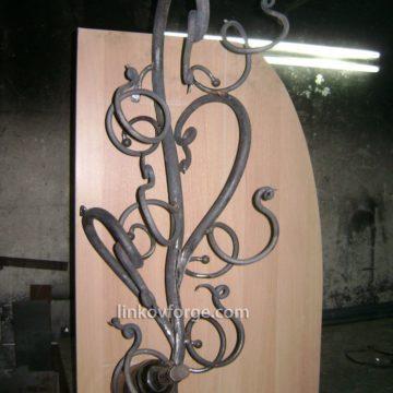 Изработка на поставка за вино от ковано желязо
